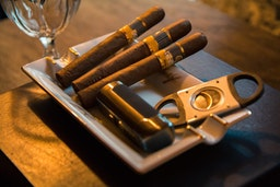Pair up your favorite cafeina flavor cigars with drinks of choice for the best experience