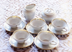 https://www.etsy.com/listing/251599662/vintage-geramn-kahla-coffee-set-porcelan?ref=shop_home_active_1