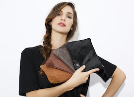 The perfect Christmas gifts! Set Of 4 Leather clutches - Wholesale price