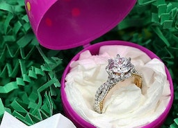 Romantic Ways To Propose: Creative Suggestions For Men Who Are Ready To Pop The Question