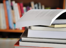 Economics of Renting, Buying, or Selling a Textbook