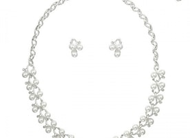 Entwined Pearly Flower Necklace Set