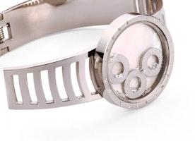 Timeless disc bangle