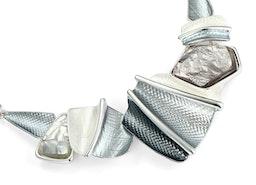 Textured Pieces & Stone Necklace Set - Grey