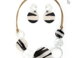 Coloured Crinkle Plates & Hoops Necklace Set -Black/White