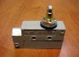click to enlarge 99-014 Mechanical Plunger/Roller Switch