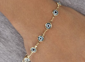 Acquire evil eye jewelry at Ultimate Collection!