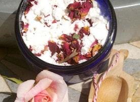 Fizzing Rose Petals Bath Salts