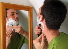 How men can get a good smooth shave with right tips