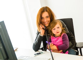 Three summertime goals working moms should reach for a faster fall job search