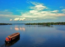 Ashtamudi Lake, the Gateway to the Backwaters of Kerala | Lifemadeasy Holidays