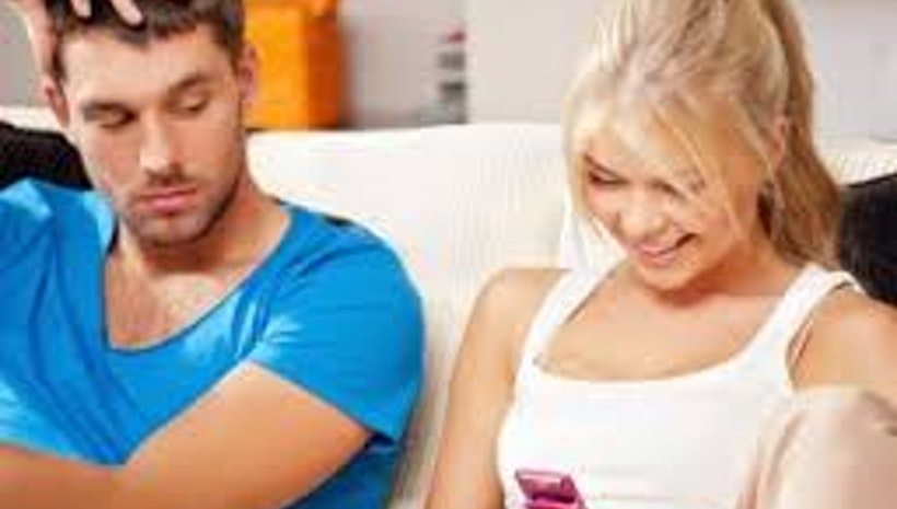 11 Signs Of Excessive Jealousy In A Relationship That You Should Avoid
