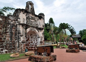 Top 2 attractions of Malacca and how to reach them by bus