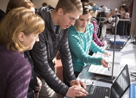 Online Youth Forums can Help Engineering Students Select Suitable Colleges