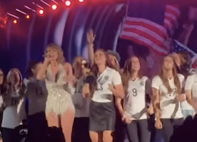 Taylor Swift Honors US Women's Soccer Team at Concert: Just one more reason she's the bomb