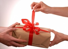 Why Sending Gifts and Surprising Your Friends is Good for Relationships?