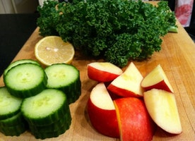 Kale, Cucumber, Apple and Tomato Juice Recipe - Yummy!