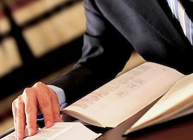 5 Best Qualities of a Good Lawyer