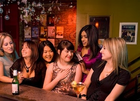 7 Types of Girls You Befriend at the Bar
