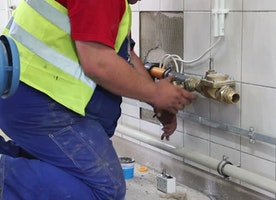 Working with a Plumbing Contractor For Your New House