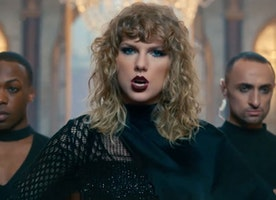 "Premiere of Taylor Swift's New Video ""Look What You Made Me Do"" Is Here!"