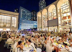 Dîner en Blanc Takes Over Lincoln Center