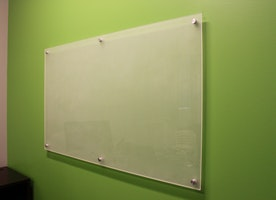 6 Efficient Uses of Glass Erase Boards Other Than the Educational Industry