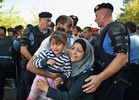 Croatia closes border amid refugee surge