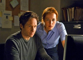 10 Things Mulder Would Mistake For X-Files In 2015