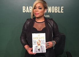 Singer TBoz from the Supergroup TLC  Comes to Barnes and Noble For Her Book Signing