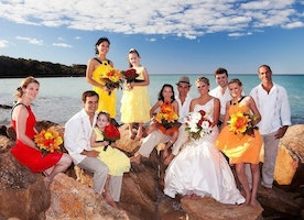 Beach vs. Garden/Conventional Weddings – Which One to Choose