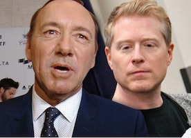 Anthony Rapp Reveals Sexual Assault Allegation Against Kevin Spacey -Now 'House of Cards' Are Off the Table