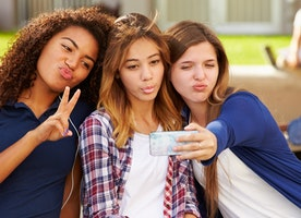 Do We Truly Represent Ourselves on Social Media?