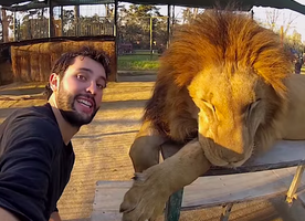 This Man Took an Epic 3-Year-Long Selfie Around the World