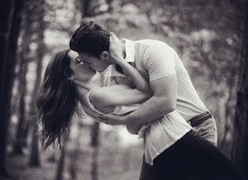 The Must Kiss Moments – When A Guy Must Kiss His Girl