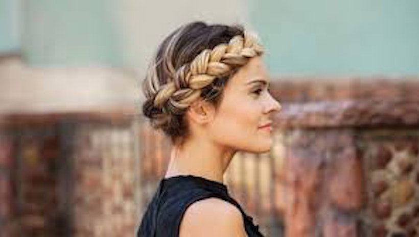 Fashion & Beauty- Get a trendy hairstyle in just 4 steps.