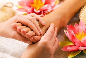13 Way To Give Yourself A Foot Massage & the Way to Do It