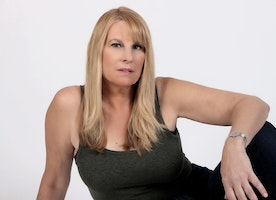 Actress & Musician  Linda Collins Uses Diverse Entertainment Background to Bring Unique Edge to Upcoming Film Roles