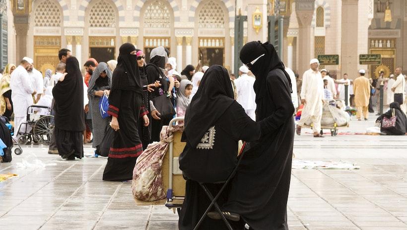 Saudi teen asylum seeker spotlights 'strangling' male guardianship
