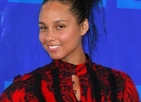 Alicia Keys Went Makeupless to the VMAs and Everyone Had Something to Say About It.