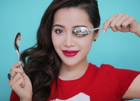 5 Surprising Beauty Tricks You Can Do With A Spoon