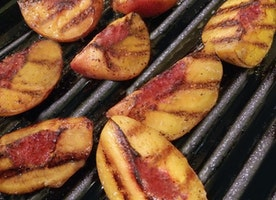 Unrecipe of the Week: Grilled Peaches and Burrata Salad