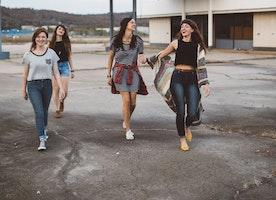 """Misogynist Principal Blames Boys' Bad Grades on Girls' """"Tight Clothing"""""""