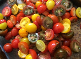 #Unrecipe of the Week: Tomato + Roasted Chickpea Salad