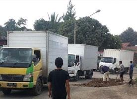 Taker Truck on Rent for Damage Free Goods Transportation