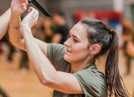 Polish army to teach women self-defence for free - BBC News