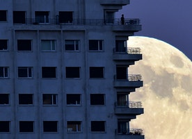Closest Supermoon Since 1948 Arrives Monday: Tips On Seeing And Photographing It