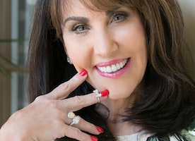 Robin McGraw Launches New Jewelry