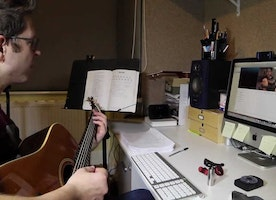 Benefits of Online Guitar Lessons in Los Angeles