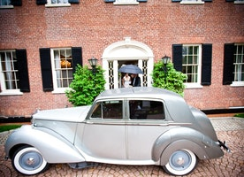 How to Select the Right Car For Your Wedding Day